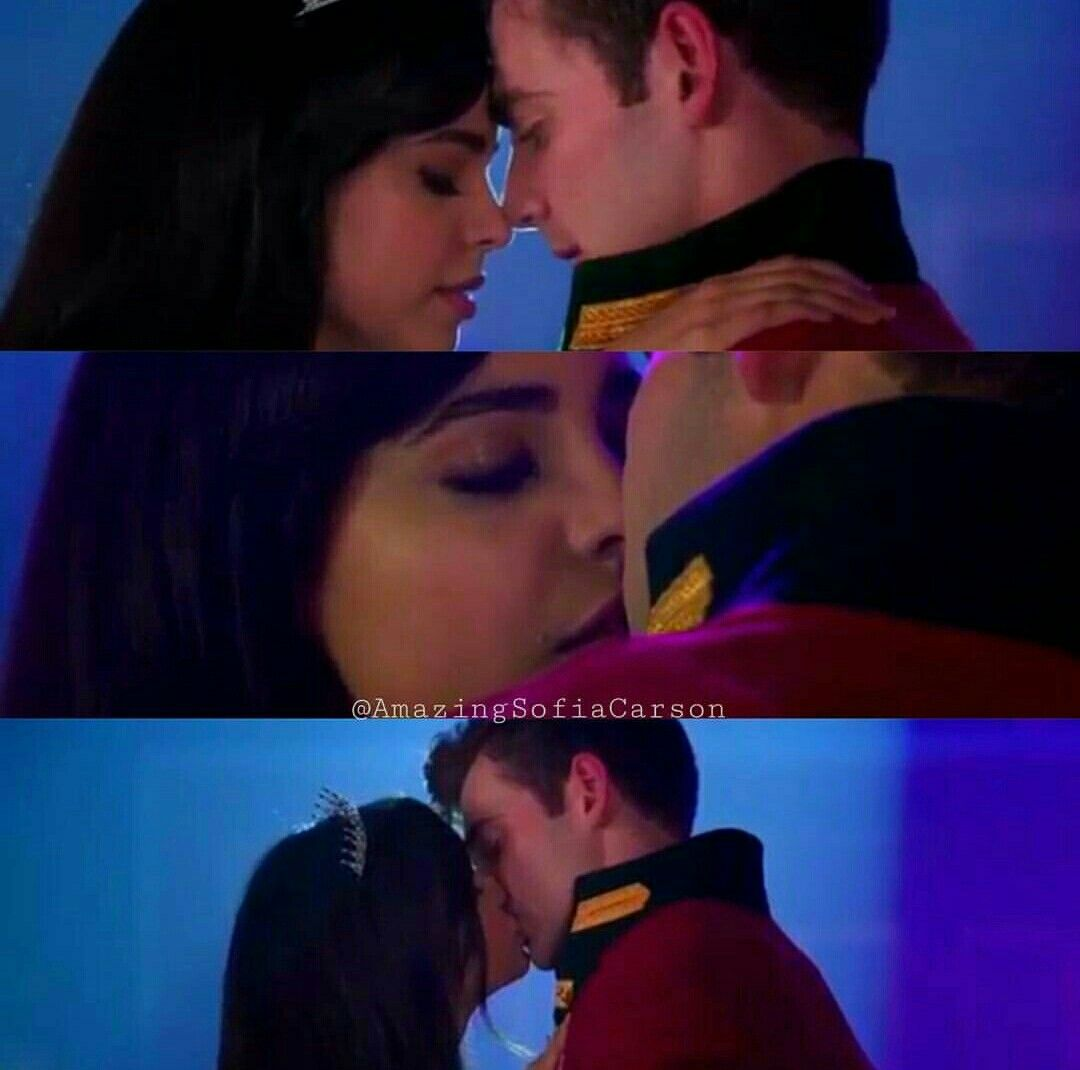 A Cinderella Story If The Shoe Fits 2016 Cast Tessa And Reed Sofia Carson A Cinderella Story Cinderella Story Movies