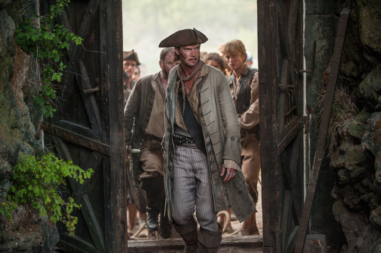Black sails s3 pirate captain flint leather coat - Black Sails Season 2 Episode 8 Still