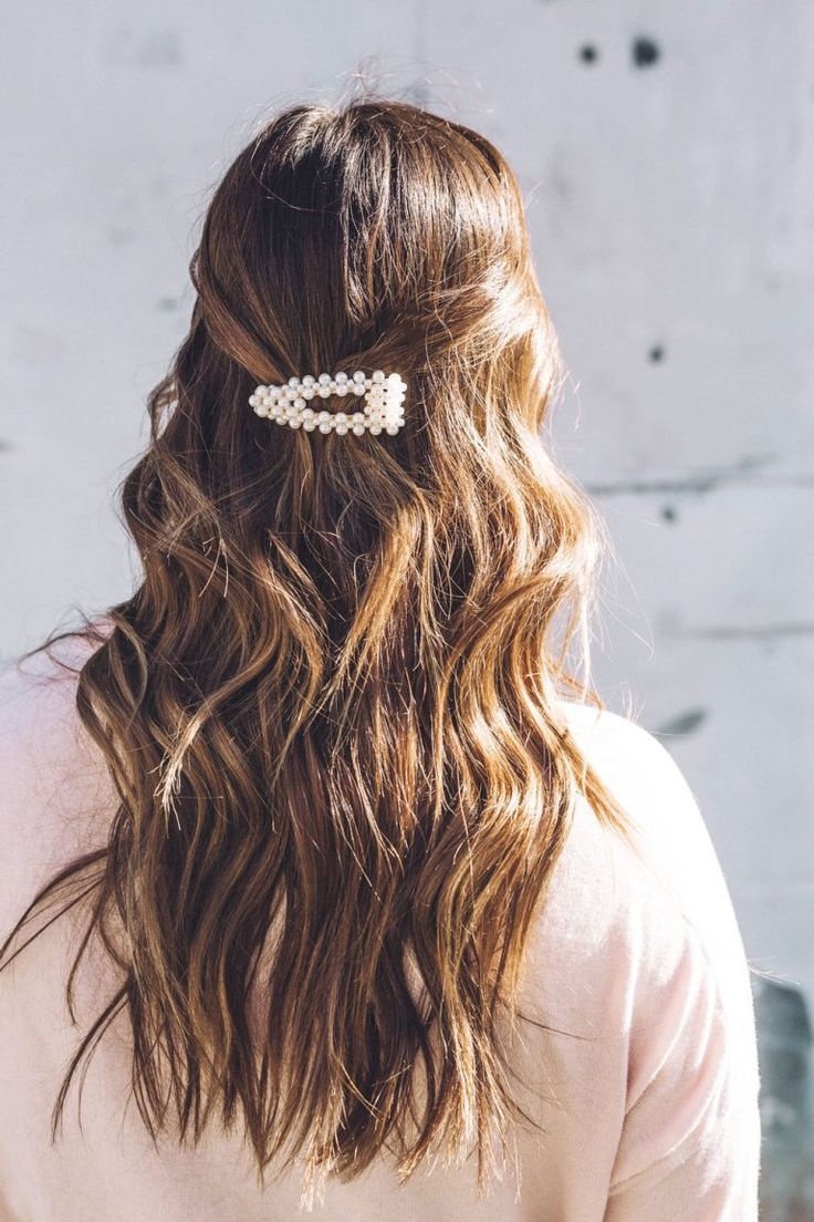 6 Ways To Wear Retro Hair Clips To Vogue Or Bust Clip Hairstyles Retro Hairstyles Hair Styles