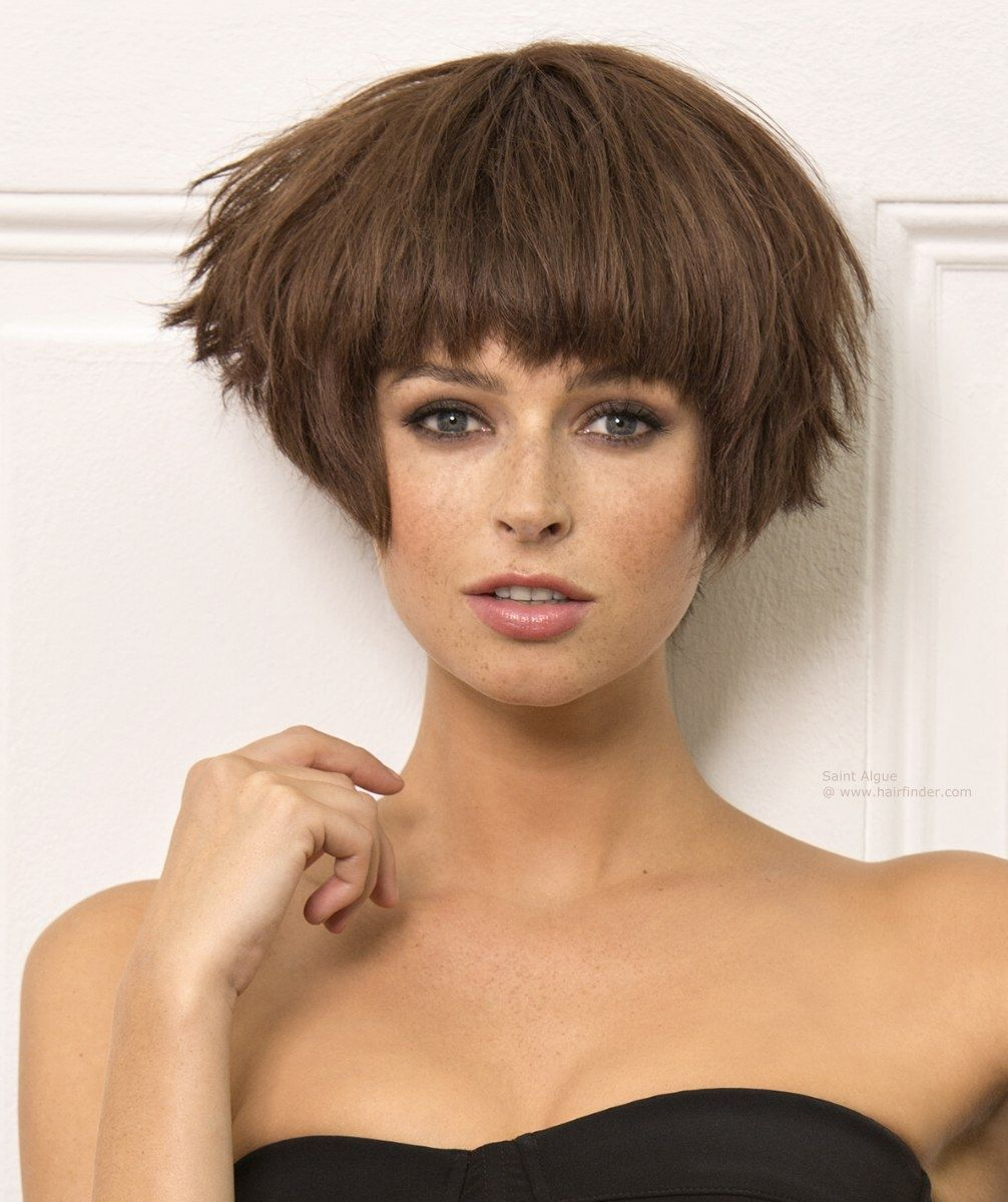 Wedge Haircut With Feathered Sides Short Wedge Hairstyles In 2020 Wedge Bob Haircuts Short Wedge Hairstyles Wedge Haircut