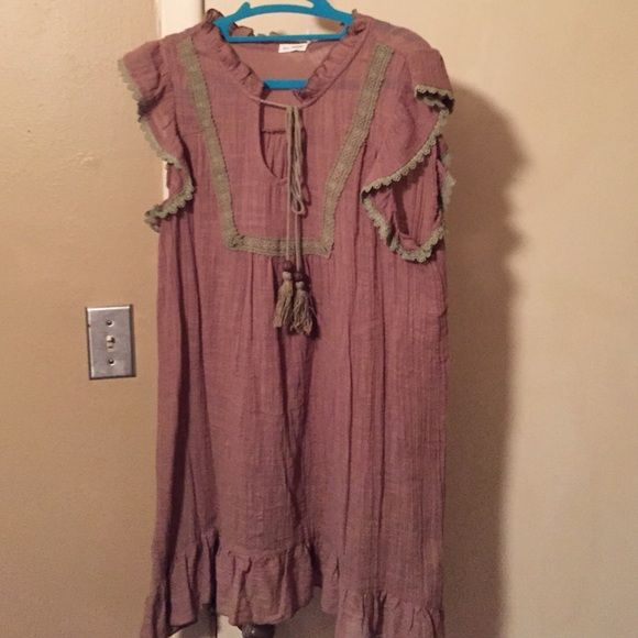 "Taupe top with green trim and tassel tie Taupe cotton top. Cap sleeve. Green eyelet trim on sleeve and neckline . Tassel tie at neckline.   Length is 32"".   4"" ruffle hem. Good condition. No stains or rips Blu Pepper Tops"