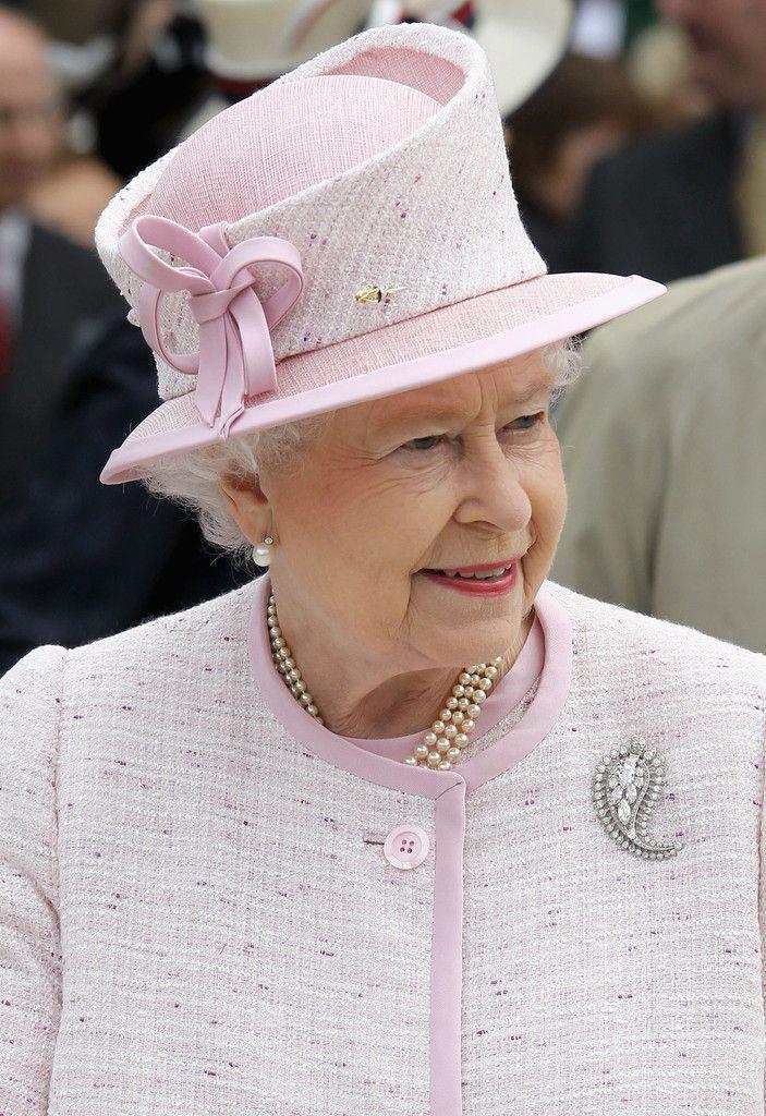Queen Mother's Palm Leaf Brooch worn by Queen Elizabeth, July 11, 2012
