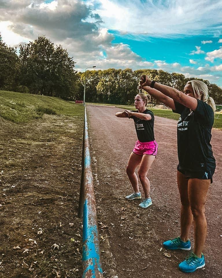 Durch die Motivation von Freunden und Gleichgesinnten werden wir positiv beeinflusst und zum Sport a...