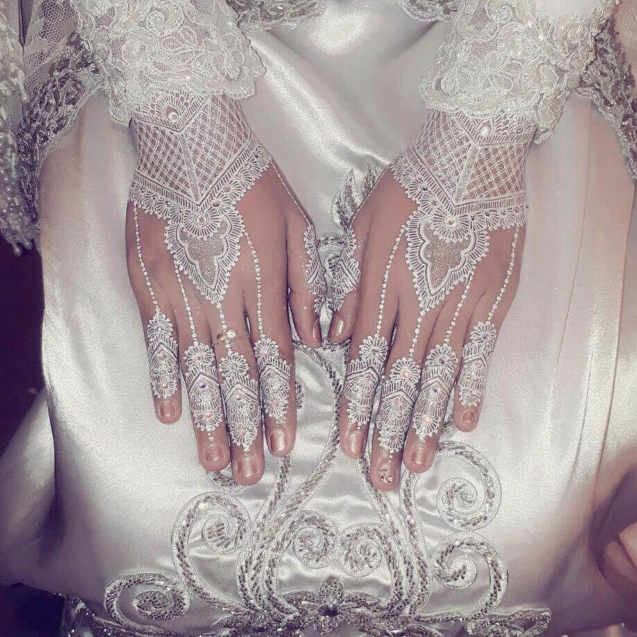 White Wedding Dress With Henna: Bridal White Henna Mehndi Design For Hand Image