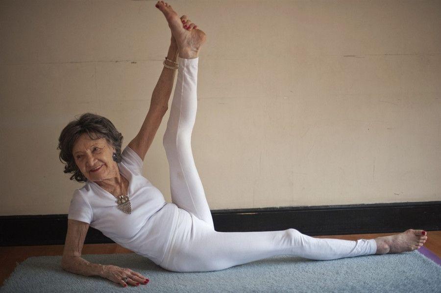 Expresso | Tem 97 anos mas faz yoga como se tivesse 27