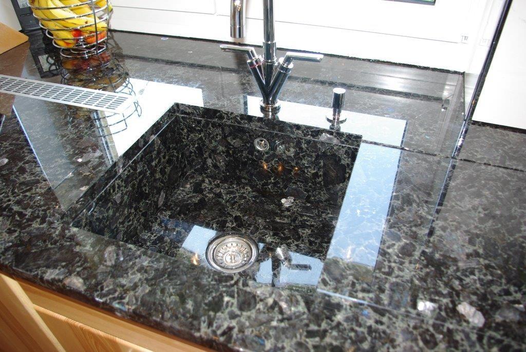 Küchenaufbau mit individuellem Kundenwunsch umgesetzt - küchenarbeitsplatten granit preise