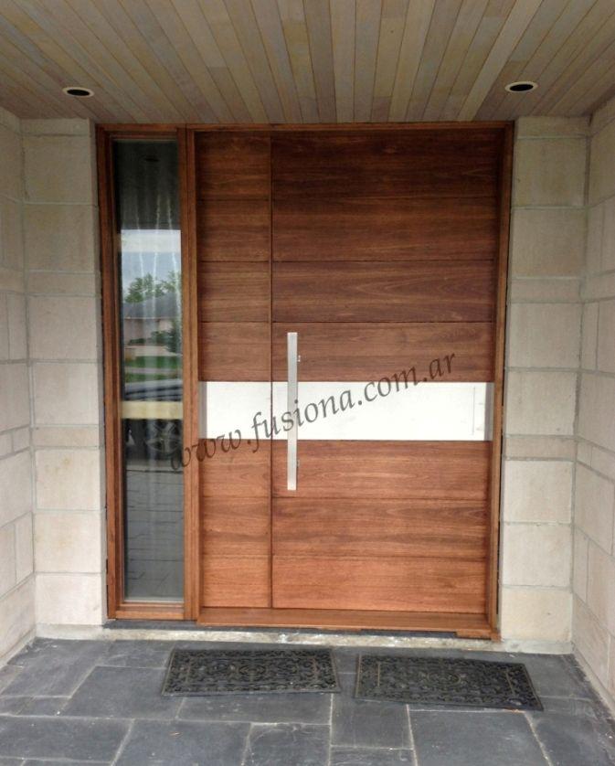 D023 puerta moderna con franja de acero inoxidable for Puertas de entrada de madera modernas