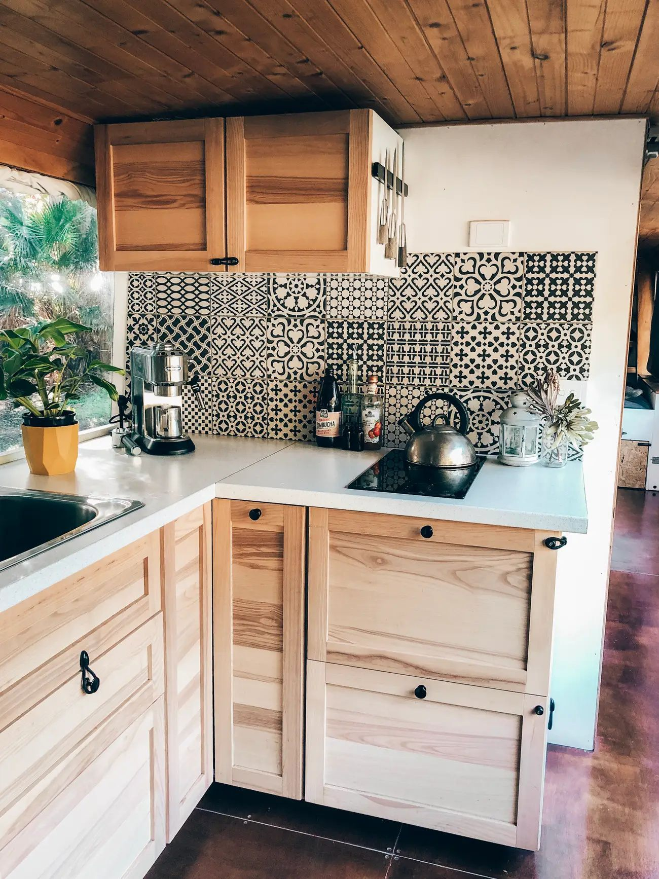 50 Photos Of Beautiful Tiny Homes That Will Make You Want To Downsize In 2020 Tiny House Kitchen Tiny Kitchen Home Kitchens