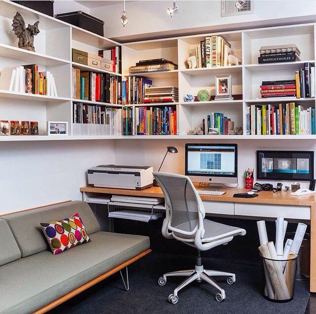 Extraordinary Small Home Office Shelving Ideas: Escritório Excelentemente Organizado Con Zona De Relax