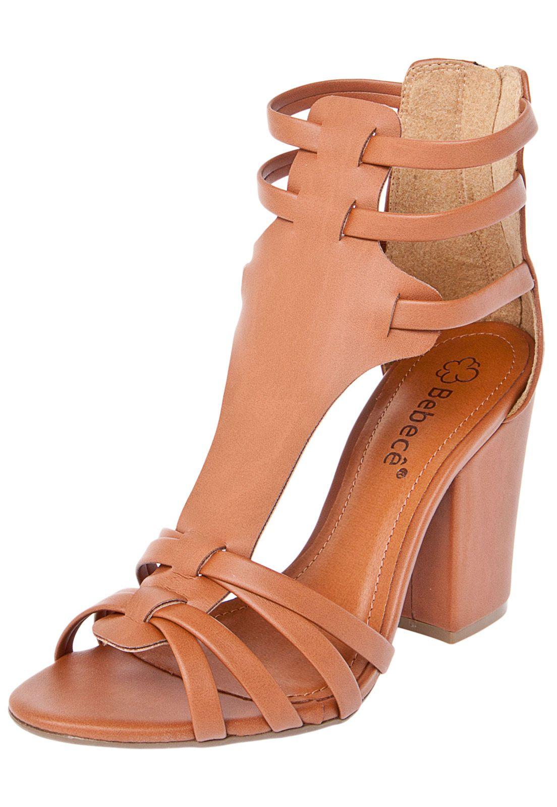06dec19cf0 A sandália bebecê gladiadora salto grosso marrom é confeccionada em  material sintético com salto geométrico de
