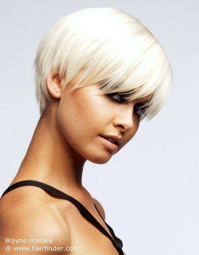 Short platinum hair with eye-long fringe | Style de cheveux courts, Coiffures cheveux courts ...