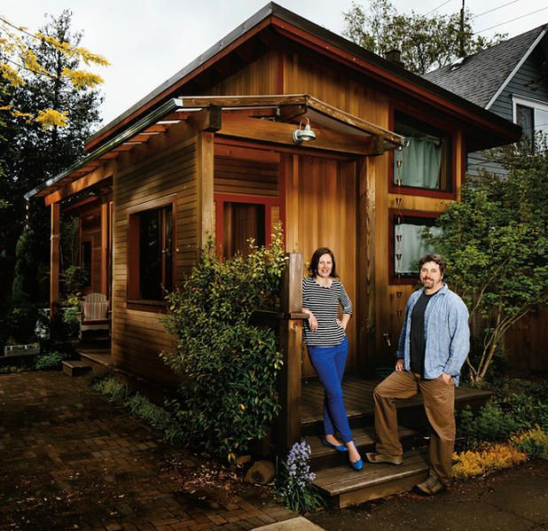 mini maison qu bec tiny house quebec la 39 39 pocket house 39 39 un superbe petit b timent. Black Bedroom Furniture Sets. Home Design Ideas