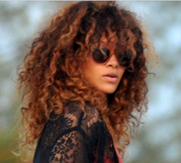 Rihanna With Light Brown Hair Curly Hair Styles Naturally Hair Styles Curly Hair Inspiration