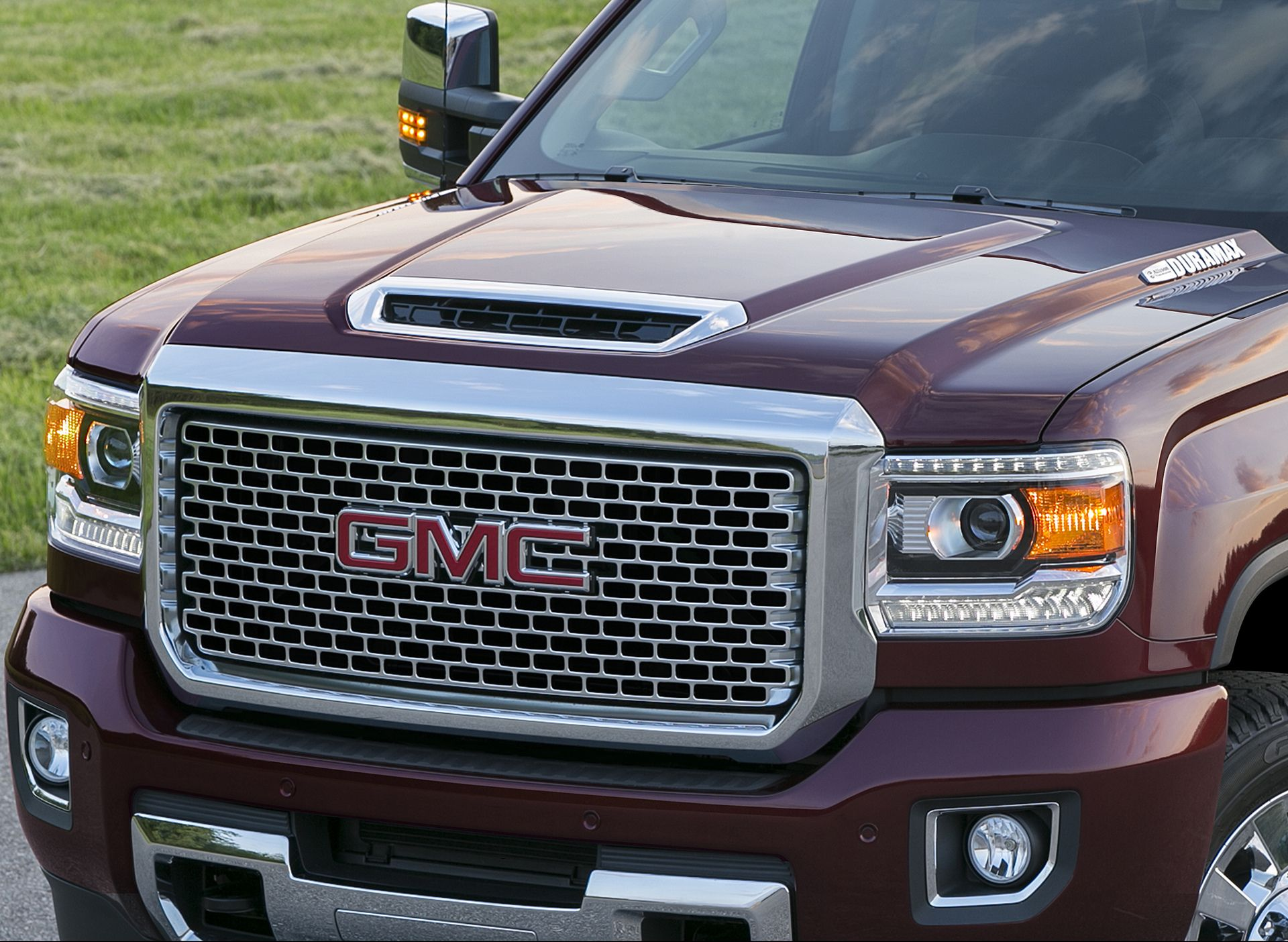 2017 gmc sierra denali bold hood design hints at what lies beneath gmc today released the first photos of the 2017 sierra denali featuring a