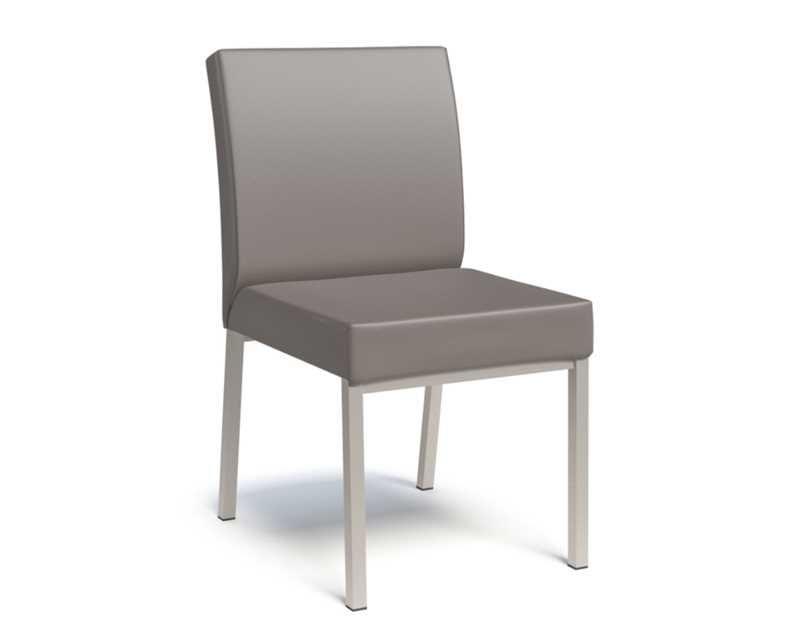 La Moby Est Son Chaise Grâce Très Assise Confortable A wPZuTOkXi
