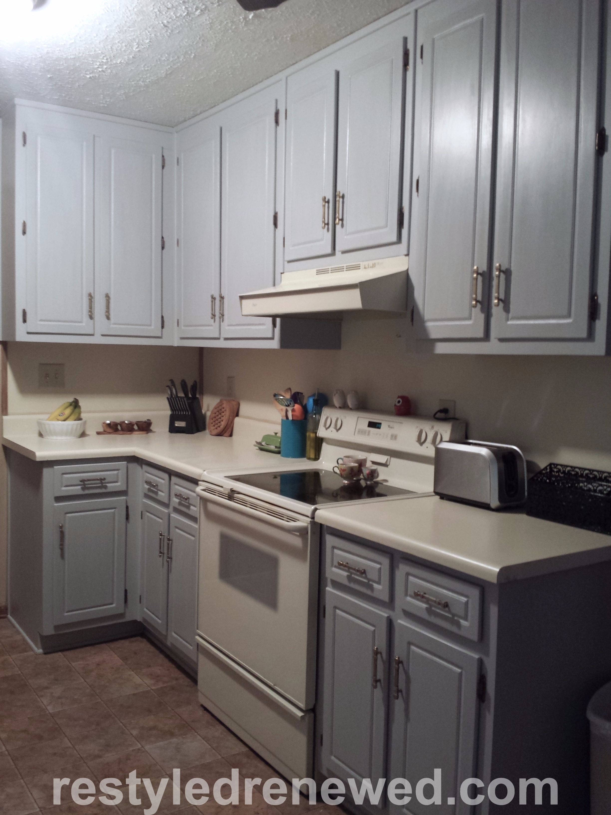 Annie Sloan Chalk Paint Paris Gray And Pure White Mix On Kitchen