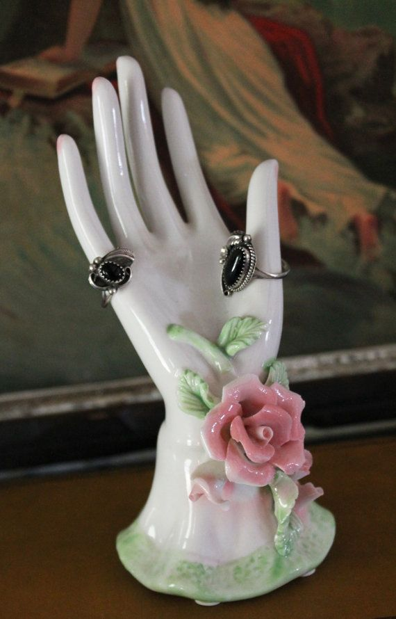 Ring rose holder