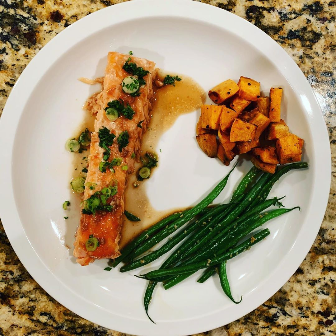 @food52 slow-roasted ginger scallion salmon was delicious and a winner - even my girls didn't complain about the 4 bites I made them finish 😂 Best part? I made the entire meal earlier in the afternoon and reheated for dinner. Still delicious! An actual make-ahead fish  dish   sides! 🙌🏽