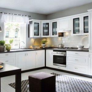 Biala Kuchnia Z Czarnym Blatem Sposob Na Eleganckie Wnetrze Classic Kitchens Kitchen Sets Upper Kitchen Cabinets