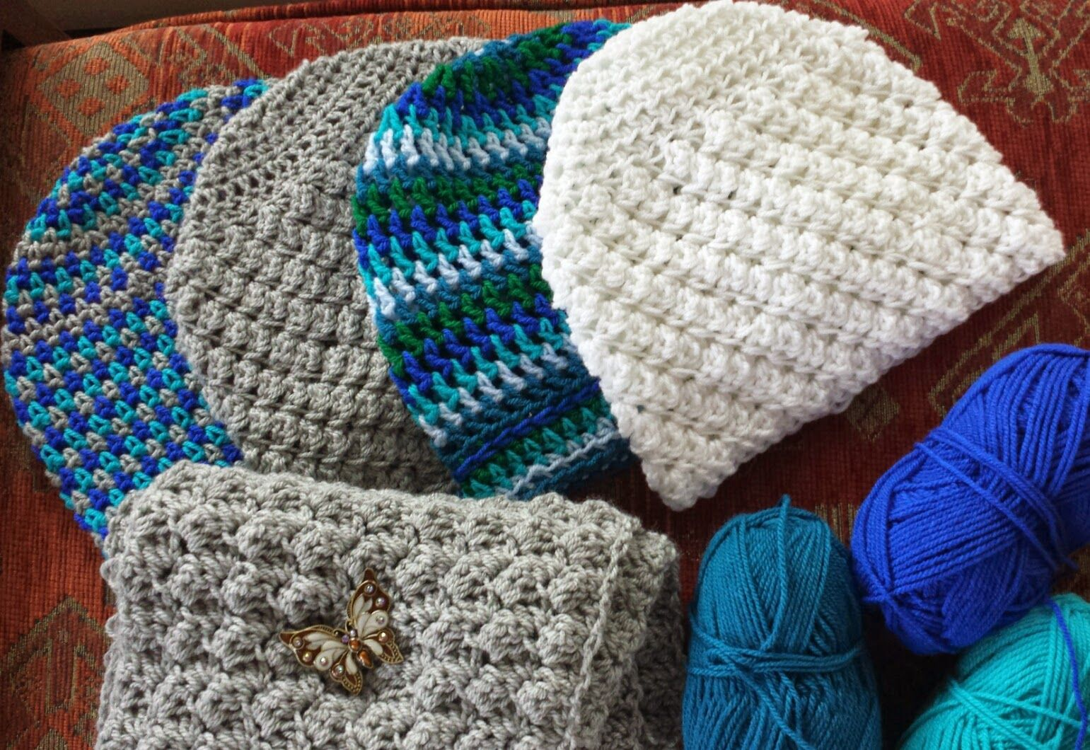 Hats and scarf in blanket stitch. Free pattern at lizzihaekelt.blogspot.de