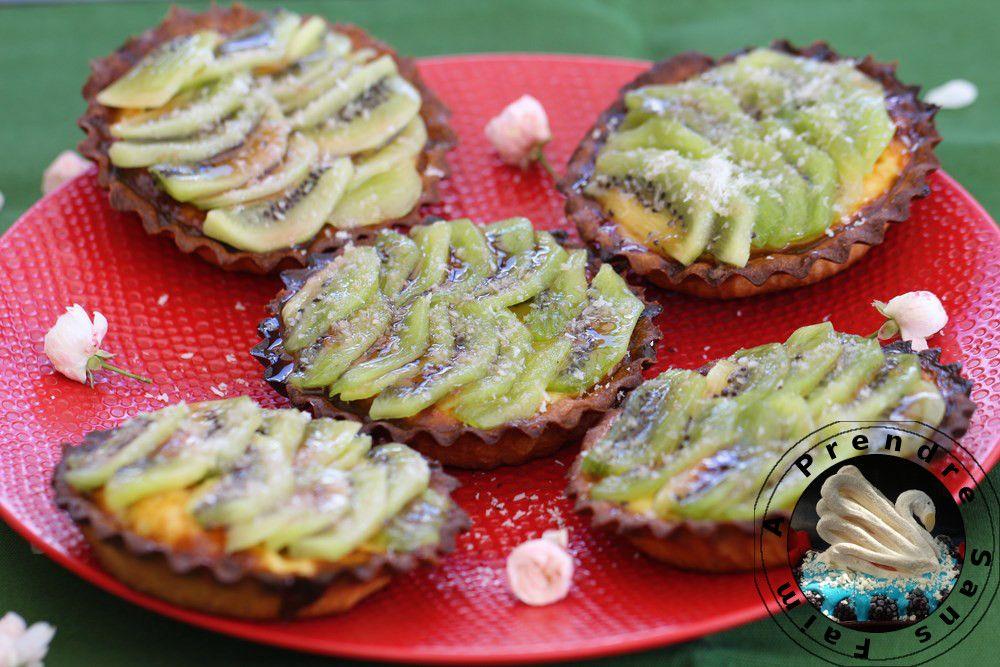 Tartelettes kiwis et noix de coco (pas à pas en photos) http://www.aprendresansfaim.com/2014/10/tartelettes-kiwis-et-noix-de-coco.html
