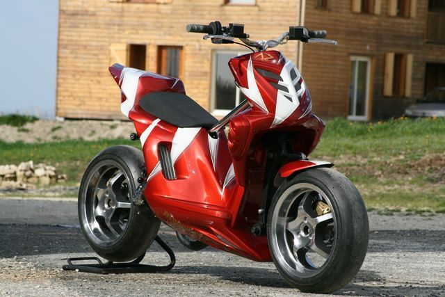 that 39 s a pretty nice custom scooter aside from the paint job scooter custom scooter 50cc