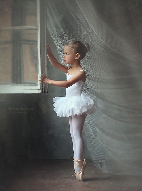 f6af6f333 I love this picture. Not sure if she should be on pointe