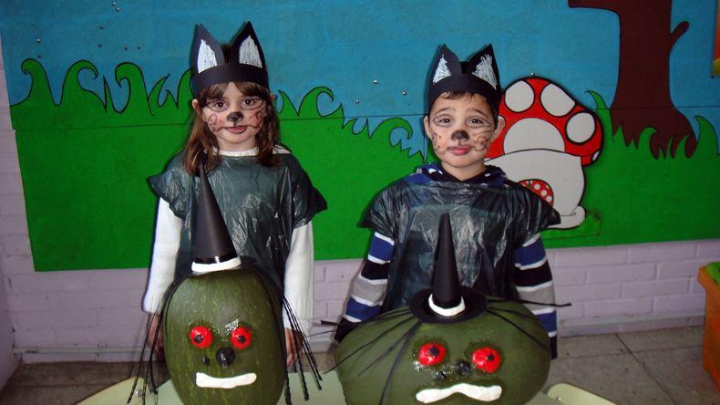 """""""DUENDES JUGUETONES"""": NUESTRAS CALABAZAS DE SAMAÍN/HALLOWEEN: BRUXAS PIRUXAS. Pintadas mezclando alkil con la pintura."""