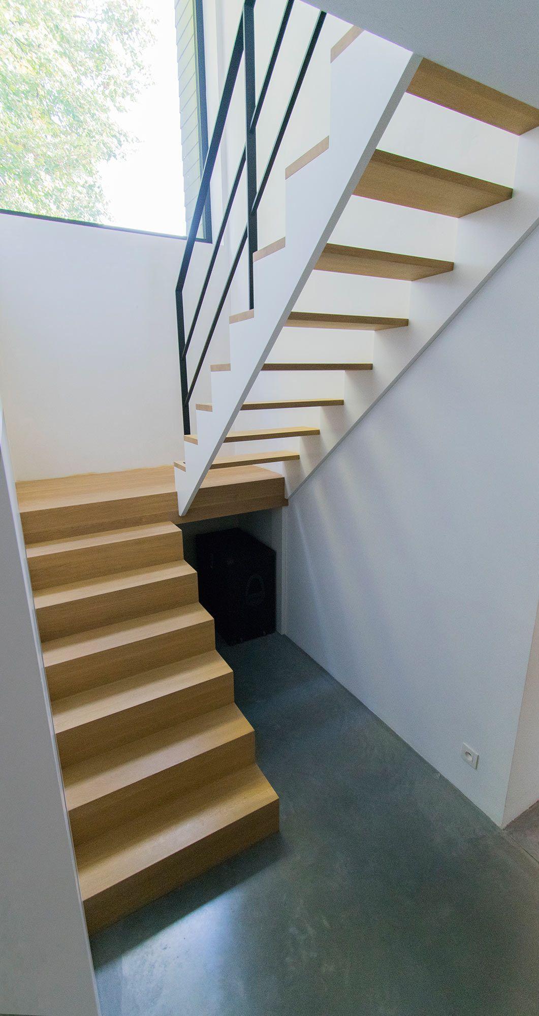 Super Design trappen. Gesloten trap in verstek onderaan die uitkomt op MB-35