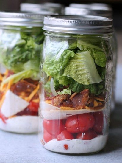 "All the flavors of a Turkey Ranch Club layered into a delicious low-carb mason jar salad! It's no secret that I'm a huge fan of turkey clubs. I'm pretty sure turkey clubs are known nationally (internationally? ) but just in case you're ""like what are these turkey clubs Tammy's always drooling over"", let me enlighten …"
