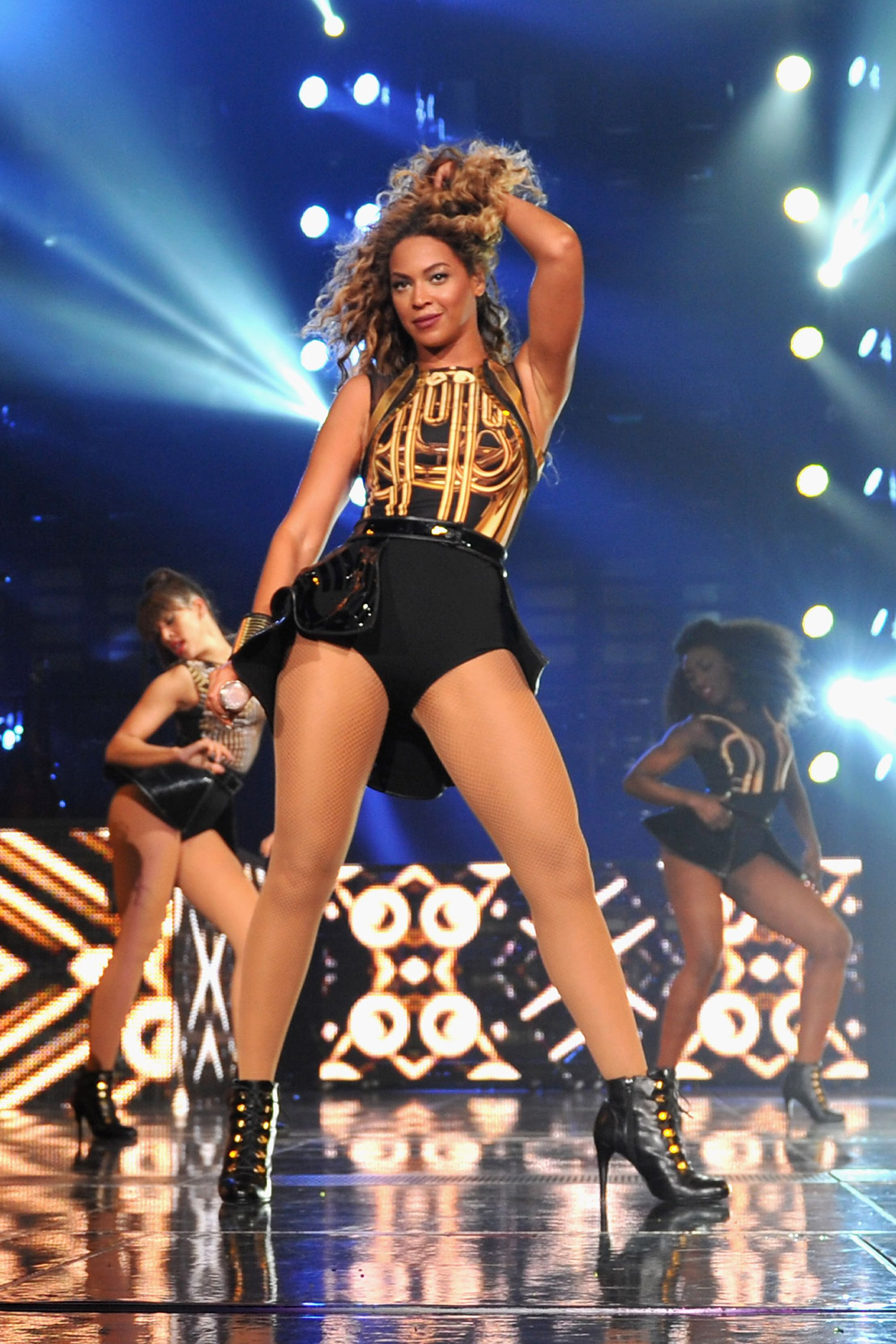 Beyonce shocks fans with faux nipple tour costume