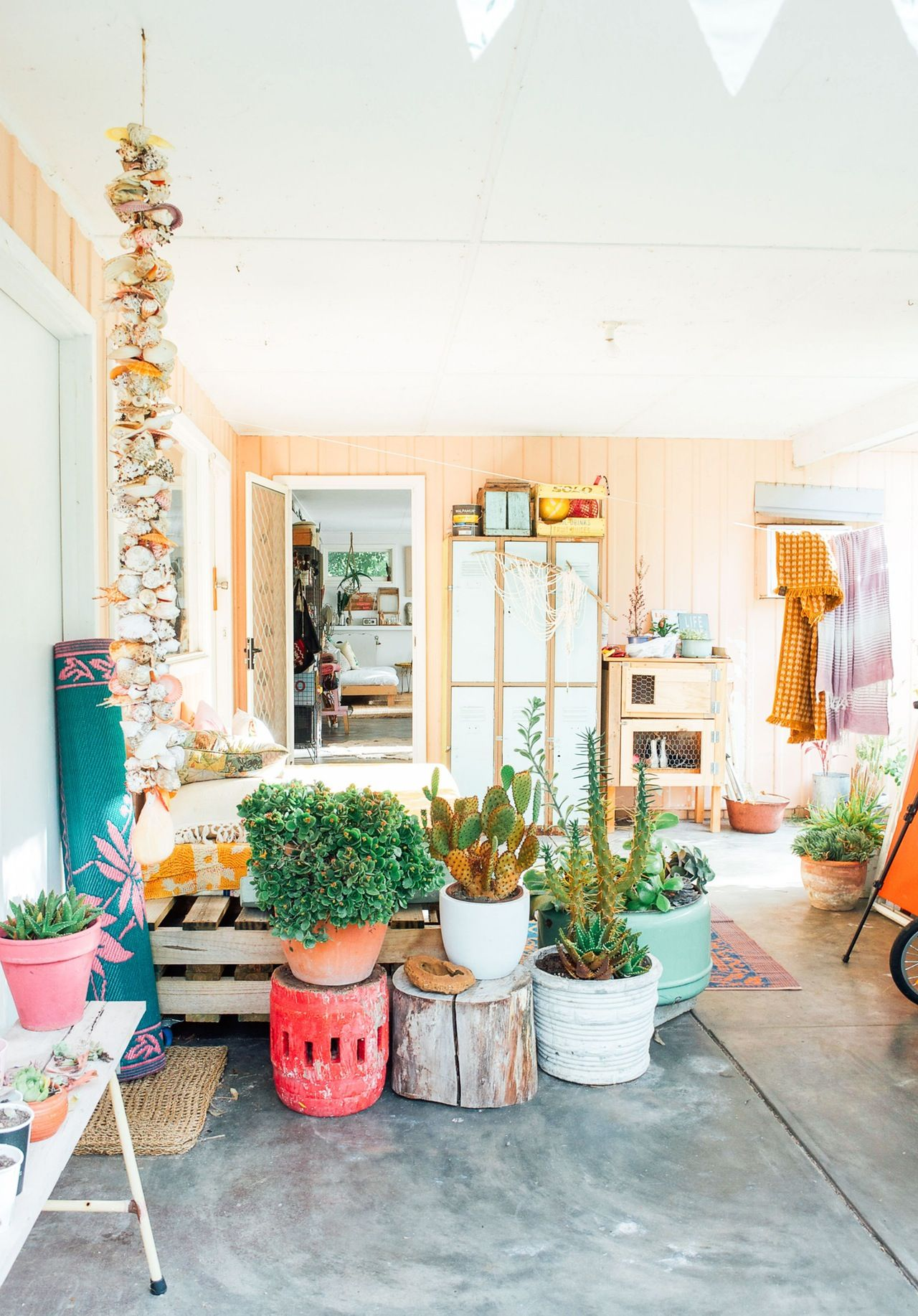 House tour boho maximalism in western australia for Inspiration einrichtung