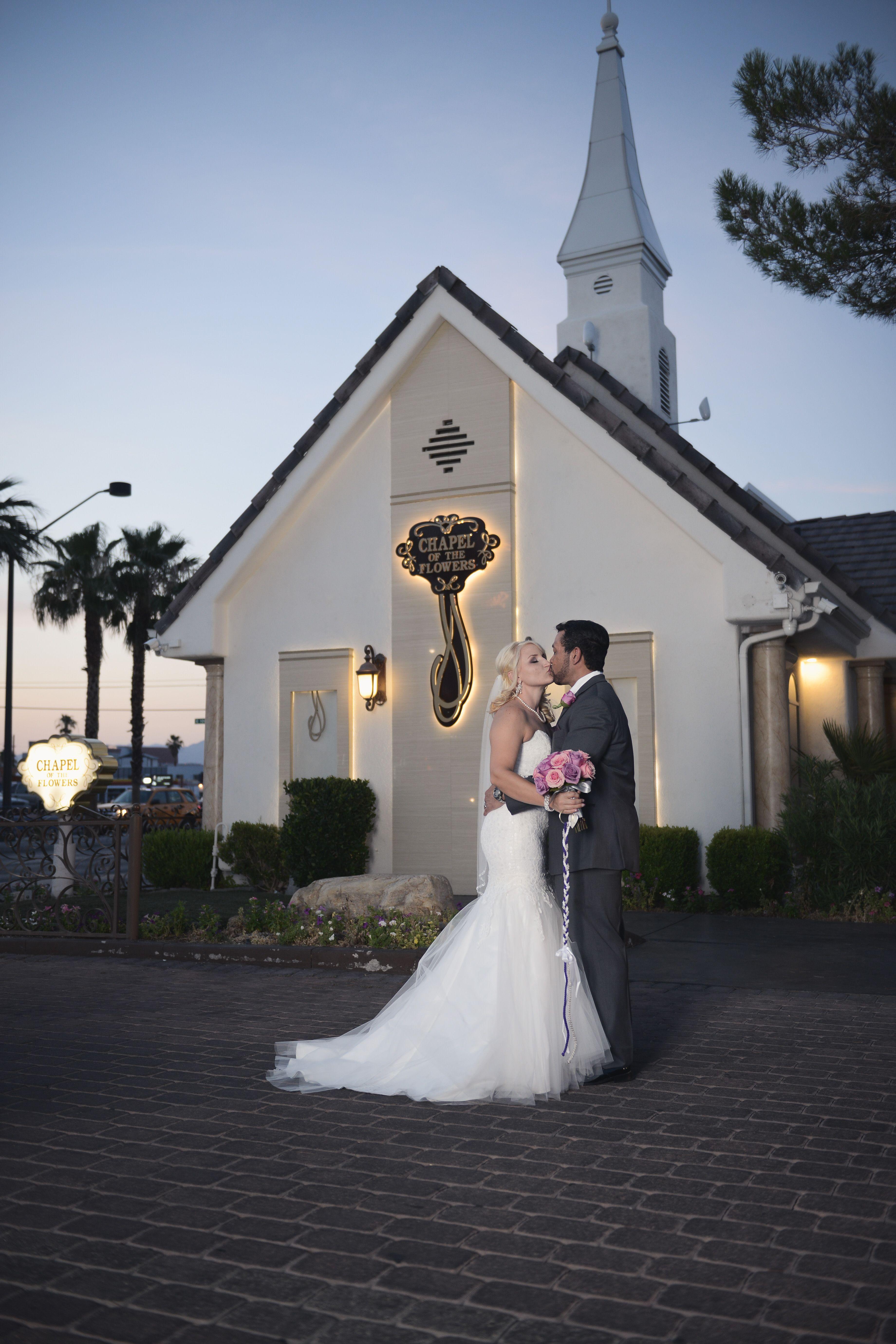 Chapel Of The Flowers Victorian Chapel Las Vegas Wedding Chapel Traditional Vegas C Las Vegas Wedding Chapel Vegas Wedding Wedding Chapel Ideas