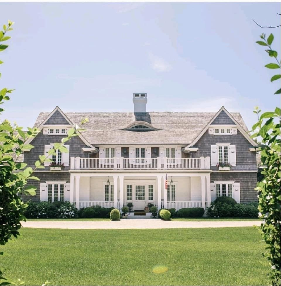 East Hampton Perfection Architecture Beautifulhomes Beautifulhouses Architecturaldetail In 2020 Hamptons House Exterior House Designs Exterior Shingle Style Homes