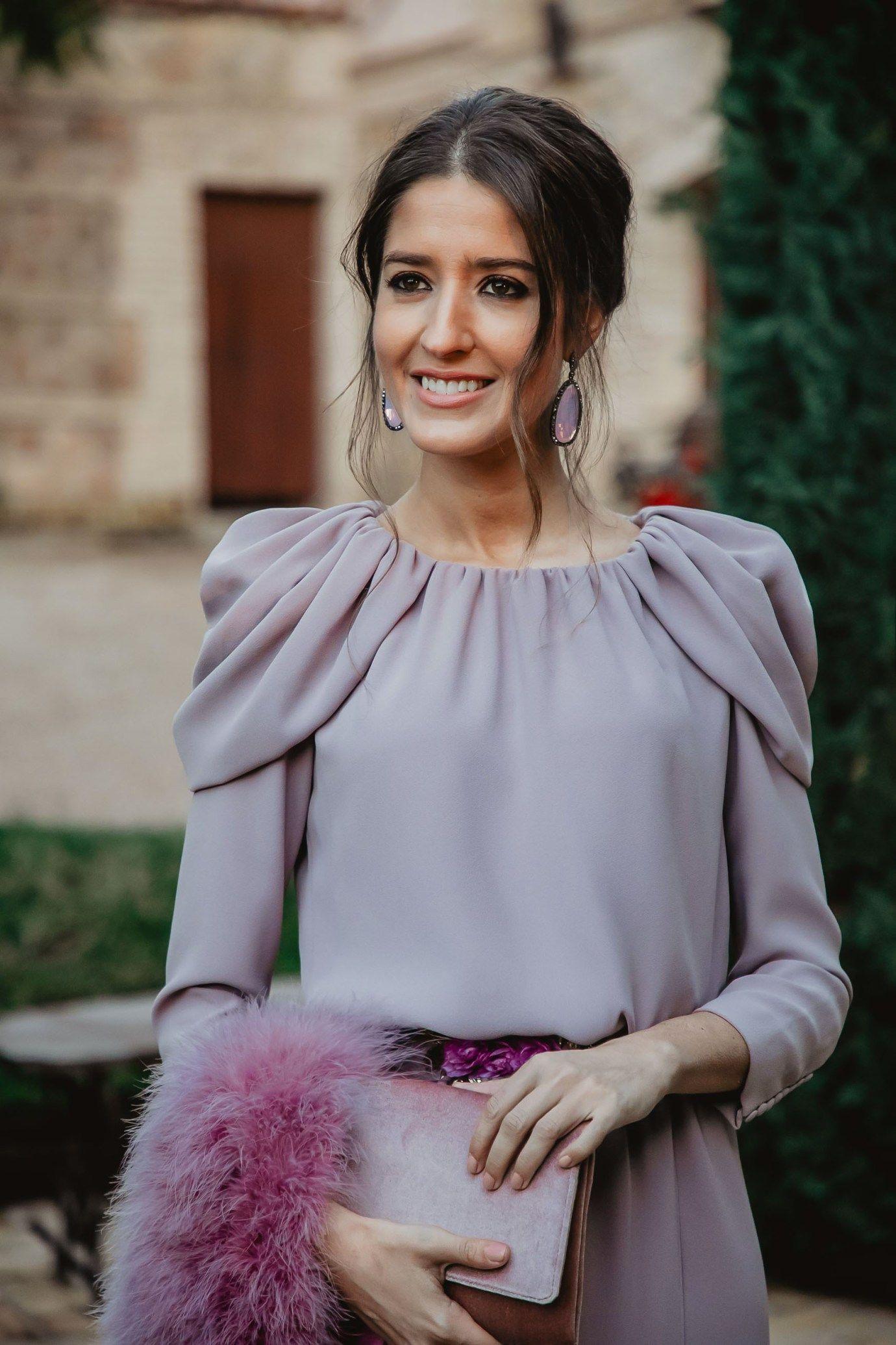 704e22ca3 Look invitada boda noche invierno vestido largo lavanda invitada ...