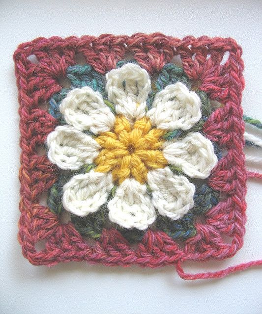 easy daisy granny pre~felting | Colchas, Ganchillo y Tejido