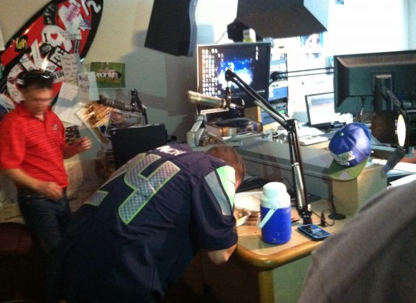 """This morning on Rock 94.5, #WhatWouldYouEat contestant """"PCP"""" tried for 3.5lbs of nachos but failed! #GrubBowl 2014 #foodsport"""