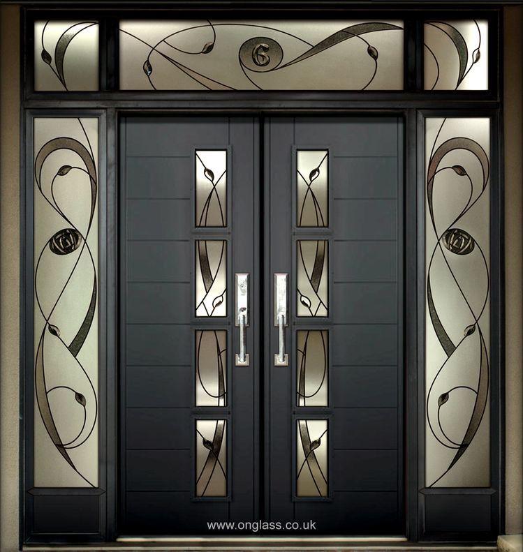 Puerta Principal Cristales En Colores Puertas De Aluminio Puertas Principales De Aluminio Diseno De Puertas Modernas