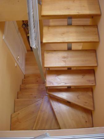 Escalera interior escaleras de caracol escalera escalera for Plano escalera madera
