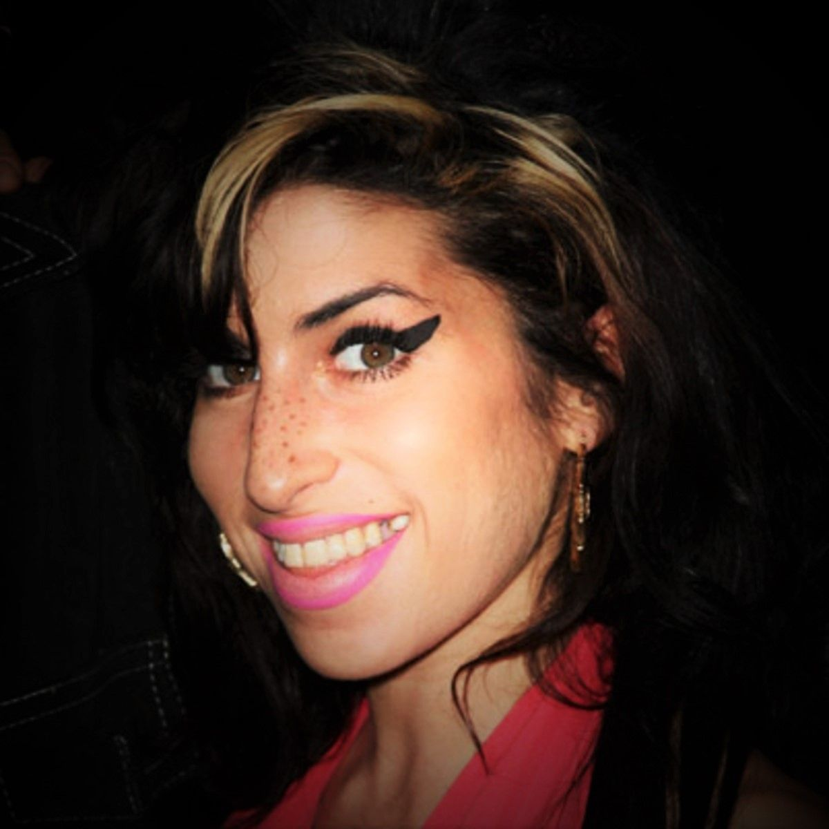 Neue Frisuren 2018 Wie Man Amy Winehouse Frisur Bekommt Weissehaare