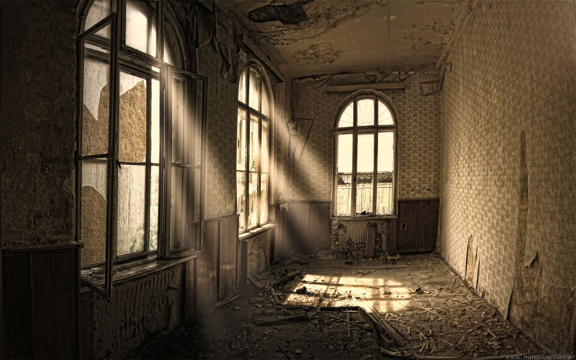 Good House Windows | Sun Rays And Old House Windows Wallpaper And Photo (High  Resolution .