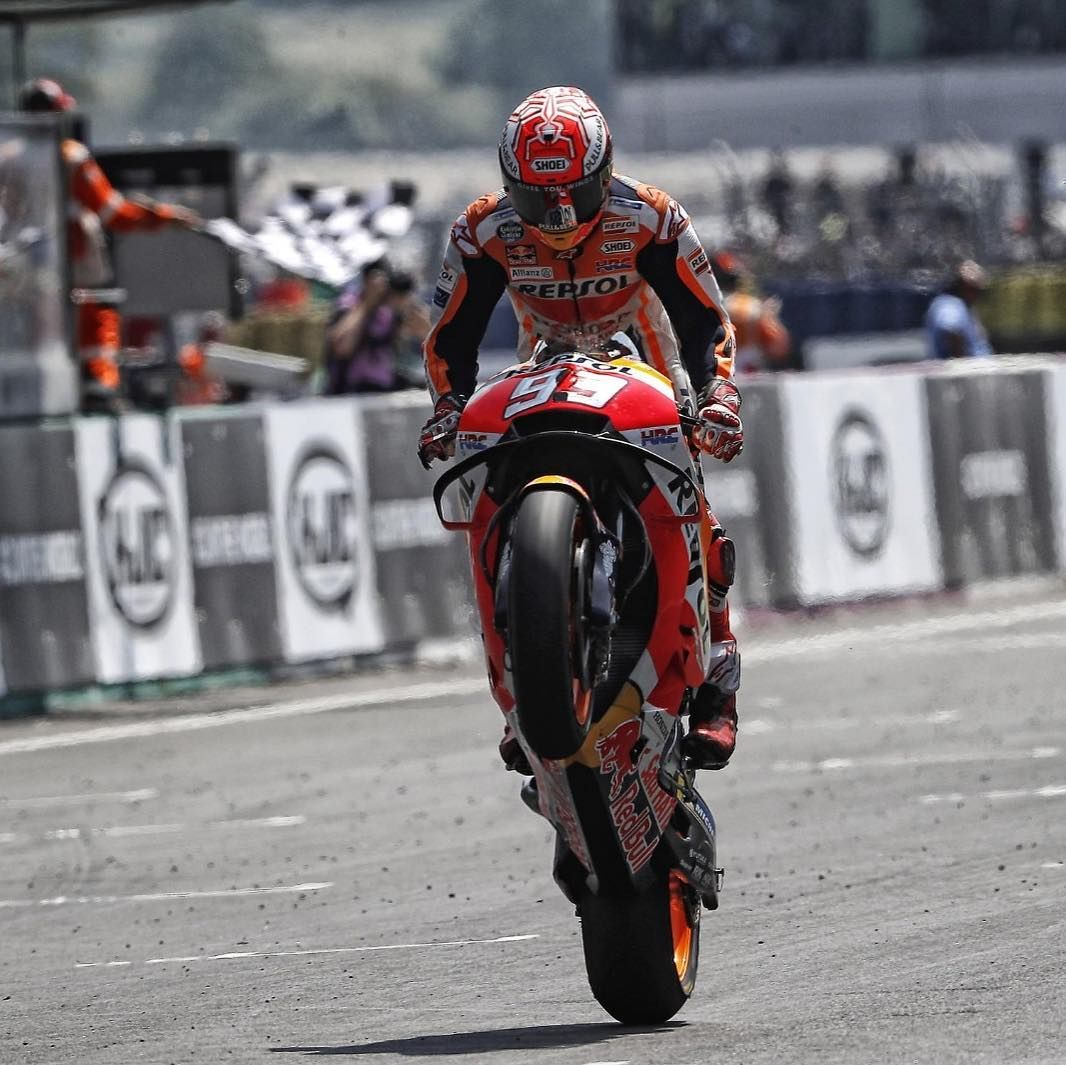 Actor Porno Marc Marquez hat-trick // @marcmarquez93 made it three wins from three at