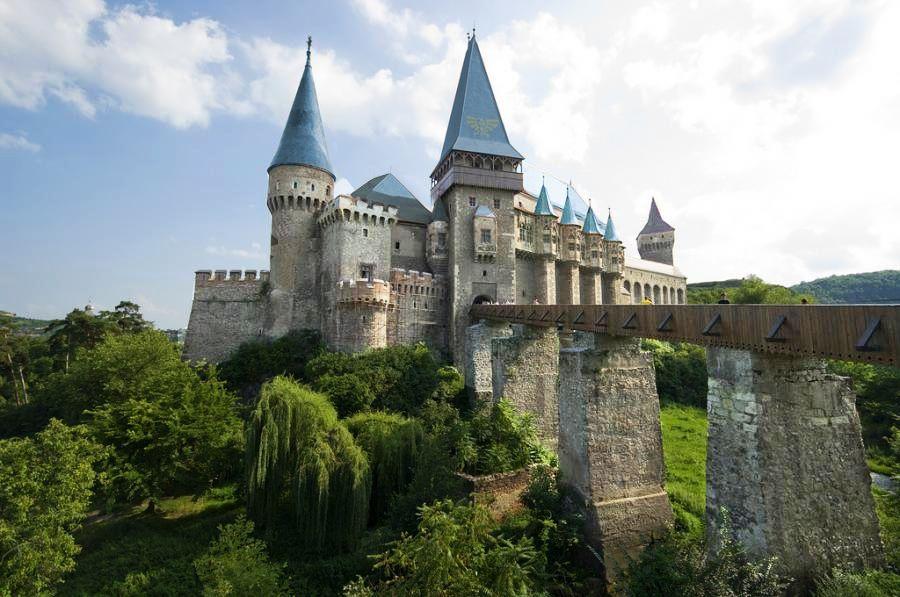 Hyrule Castle Is Real Peoples Transylvania Castle Beautiful Castles Hunedoara