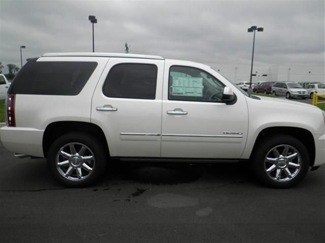 2014 gmc yukon denali awd denali 4dr suv suv 4 doors white for sale in lebanon tn source http. Black Bedroom Furniture Sets. Home Design Ideas