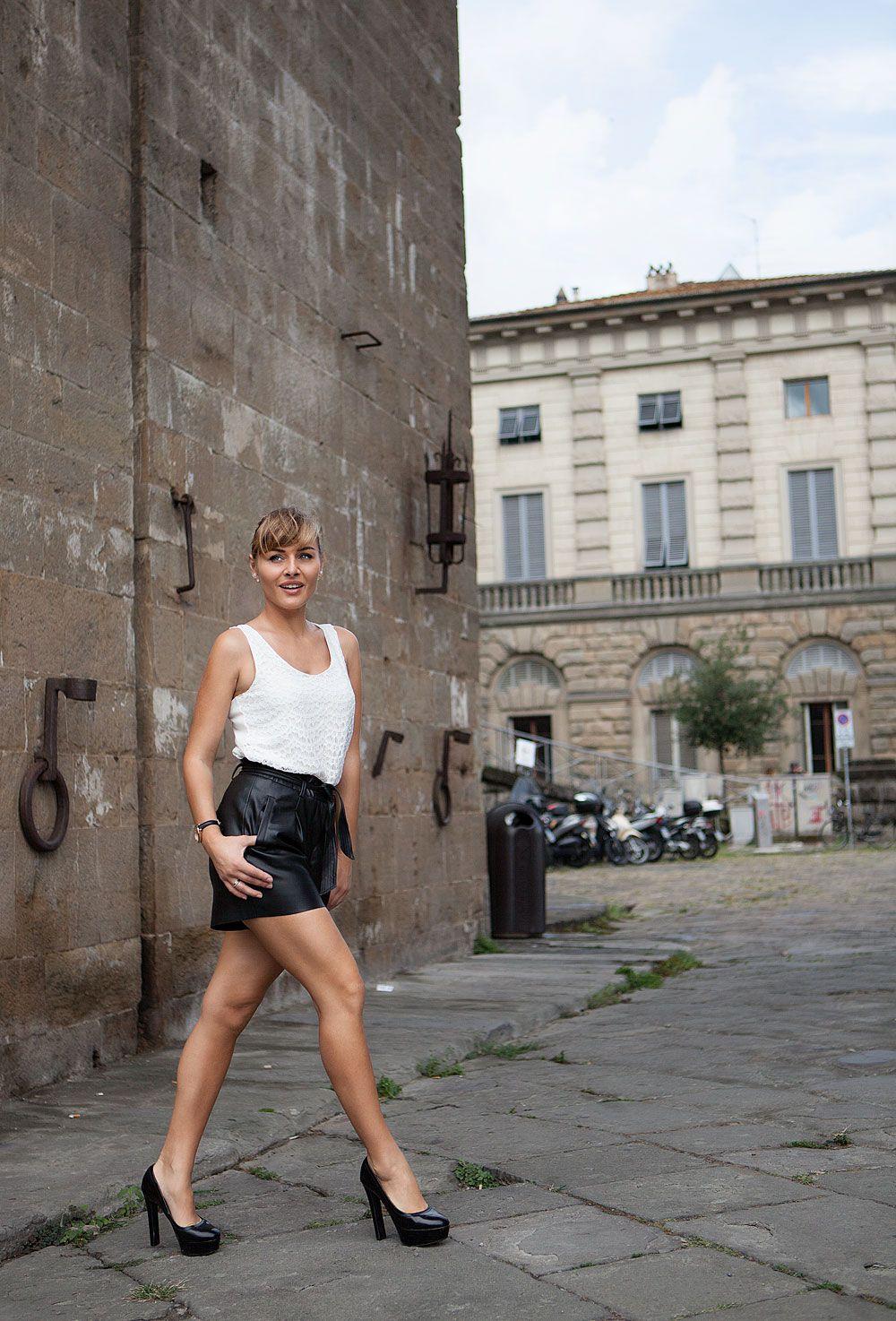 ultimo stile del 2019 Sconto del 60% migliore vendita Un outfit con PANTALONI CORTI in PELLE per una passeggiata a ...