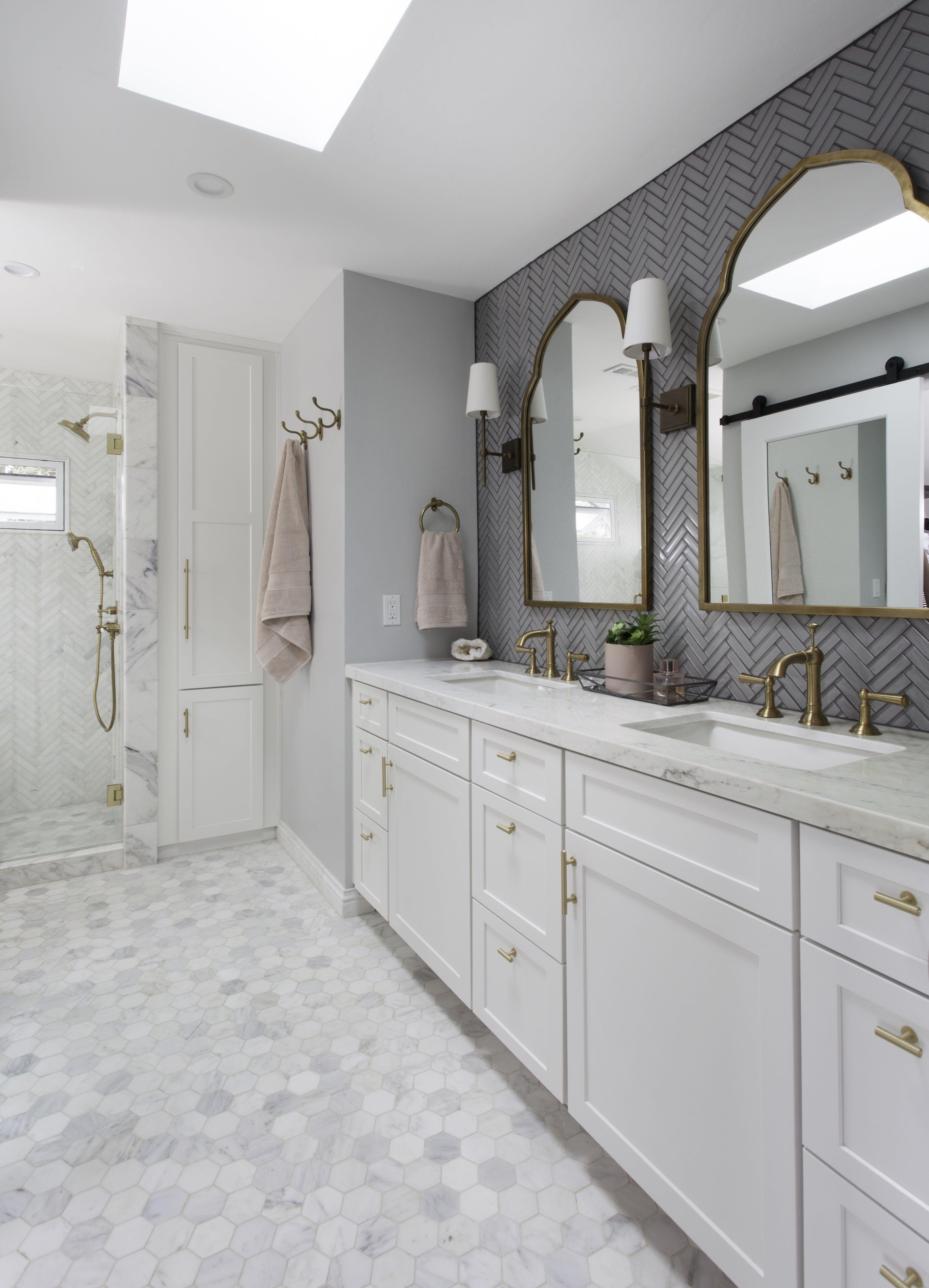 Signature Designs Kitchen Bath Classic Marble Bathroom Remodel My New Bathroom Proektirovanie Doma Mramornye Vannye Komnaty Dom