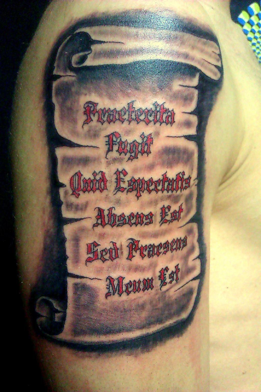 tatouage parchemin sur bras 27 id es de tatouages pinterest parchemin tatouages et. Black Bedroom Furniture Sets. Home Design Ideas