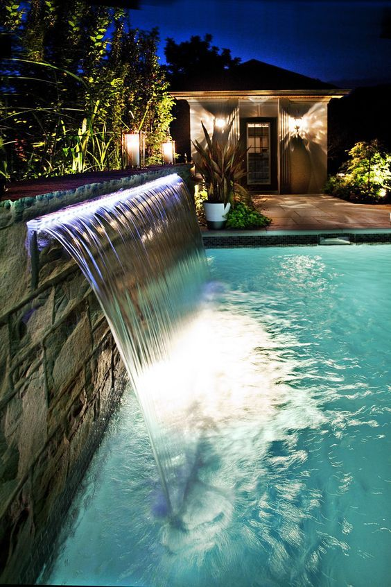 Luxus pool im garten wasserfall  This LED lighted Sheer Descent water feature is fabulous! | Moi ...