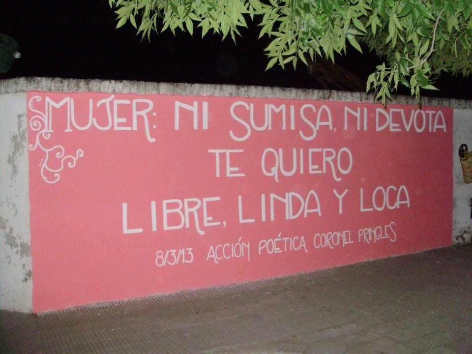 Mujer: Ni sumisa, ni devota, te quiero libre, linda y loca.  // Acción poética
