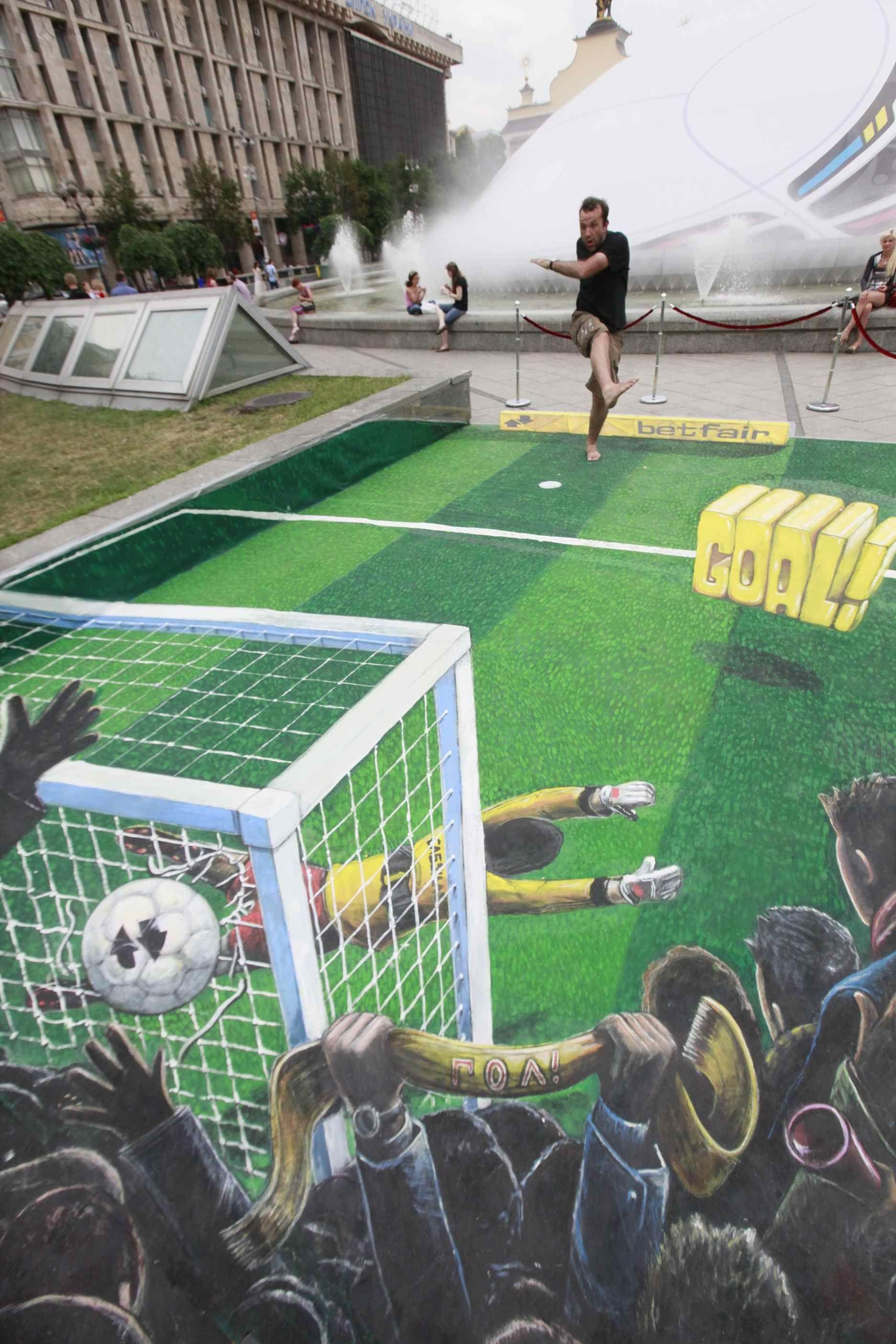 no podía faltar la pasión del fútbol..   arte...pinturas arte urbano ...